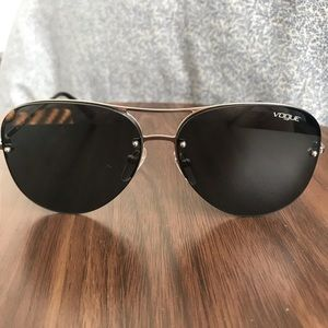 Women's black and silver aviators by vogue